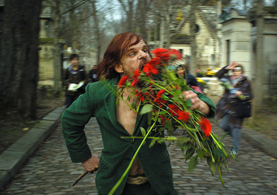 holy-motors-red-flowers